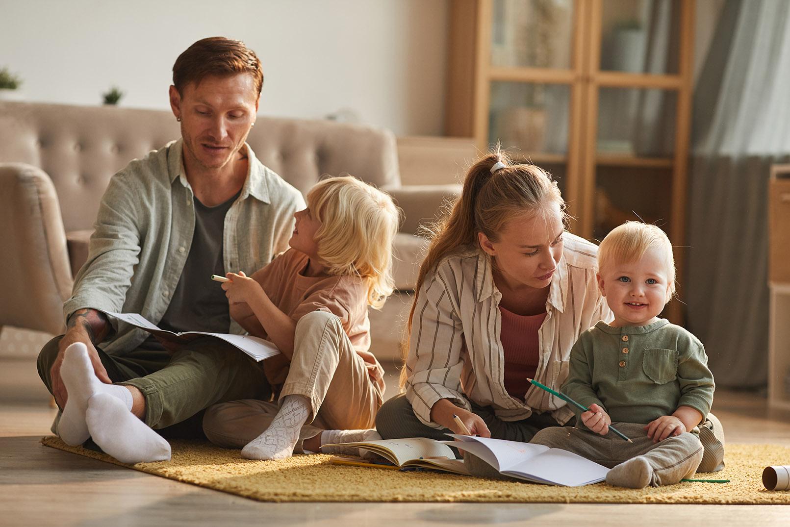Eltern beim Vorlesen